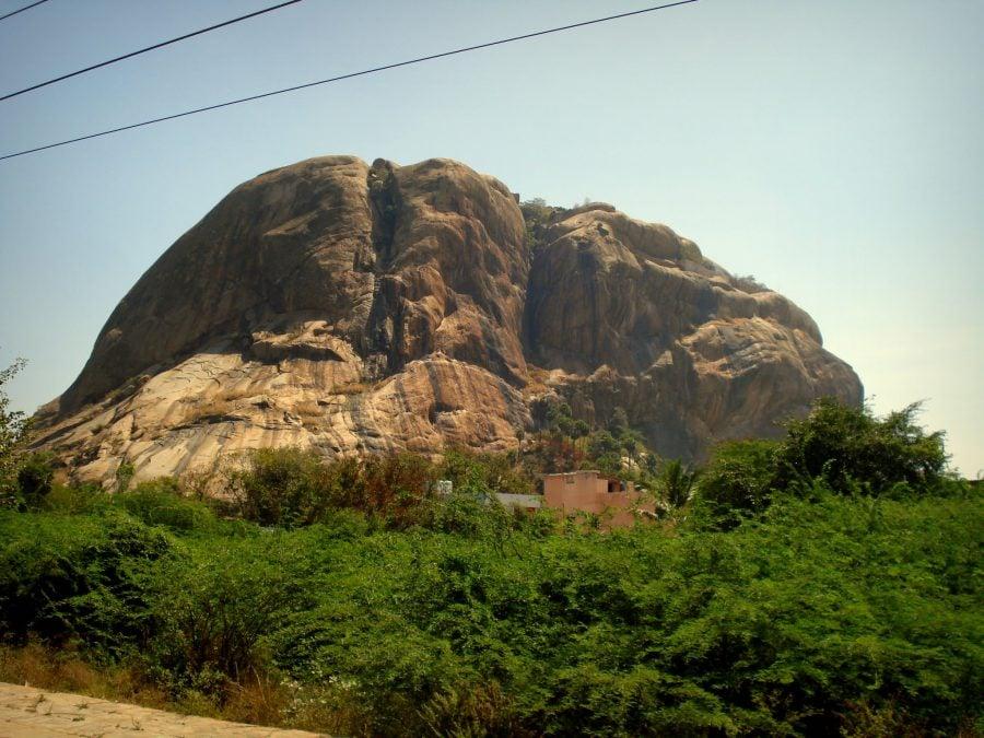 Deal de piatră pe drumul dintre Tirunelveli la Madurai