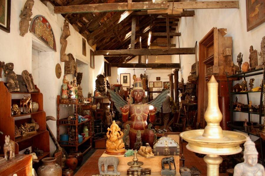 Magazin antichități în Cartierul Evreiesc din Fort Kochi (Fort Cochin), Kerala, India