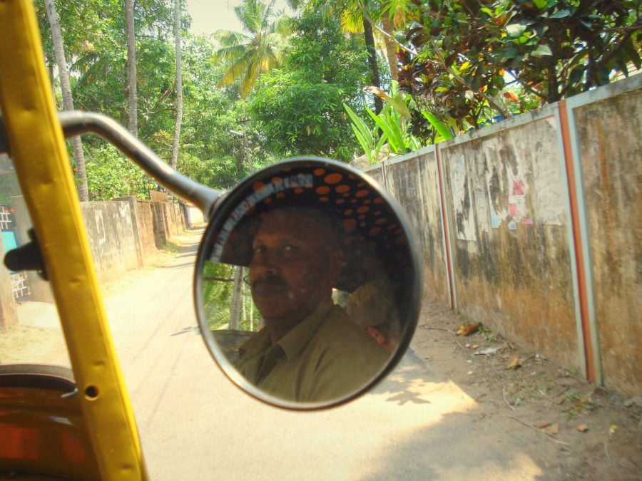 Șofer de ricșă în Varkala, Kerala, India