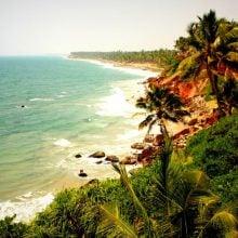 Superba plaja și faleza din Varkala, Kerala, India