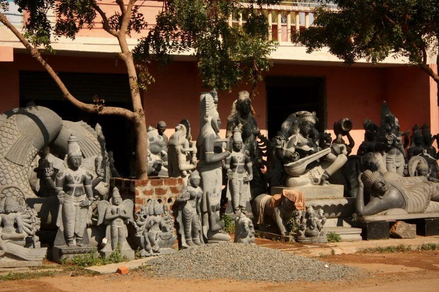 Atelier de sculpturi în piatră la Mamallapuram, Tamil Nadu, India