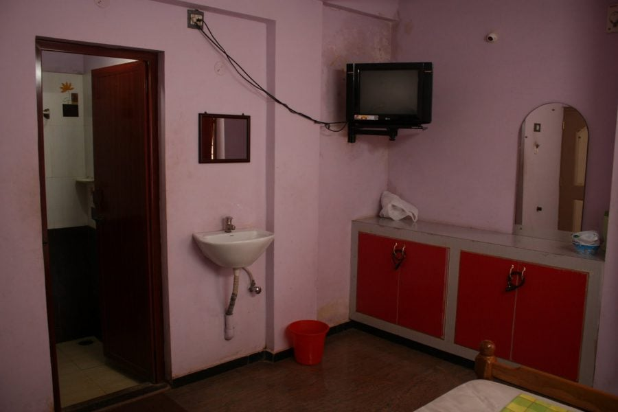 Camera noastră într-un hotel indian Sri Muthu Lodge, Thanjavur, Tamil Nadu, India