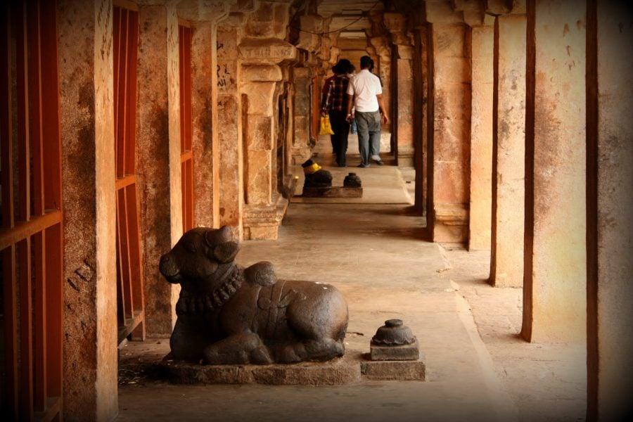 Coridor în jurul templului Bihadeswarar, Thanjavur, India