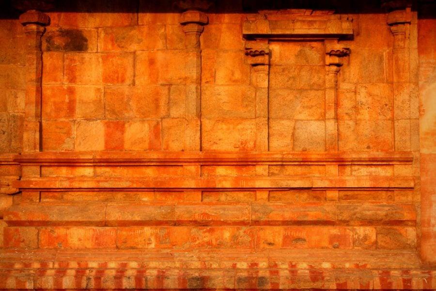 Perete portocaliu al templul Brihadeshwarar, Thanjavur, sudul Indiei
