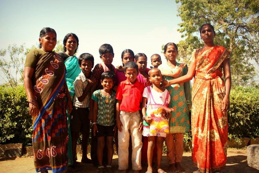 Poză de familie indiană în vacanță în sudul Indiei