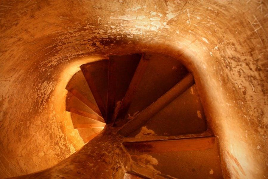 Scară în spirală, turn al Palatului Regal din Thanjavur, Tamil Nadu, India