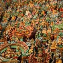 Sculpturi pe poarta principală a templului Sri Minakshi, Madurai, Tamil Nadu, India