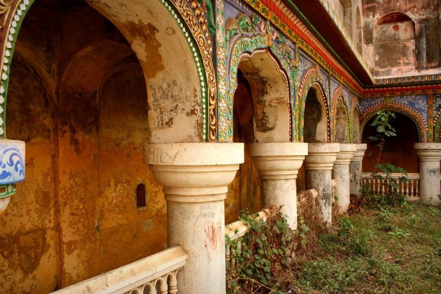 Una dintre curțile interioare ale Palatului regal din Thanjavur, sudul Indiei