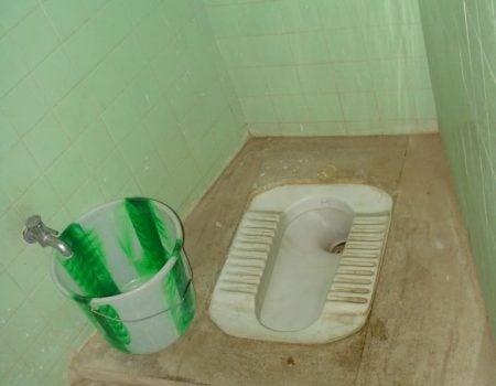 Jegosul Hotel Sri Devi (Sree Devi) - baie wc turcesc, Madurai, Tamil Nadu, India