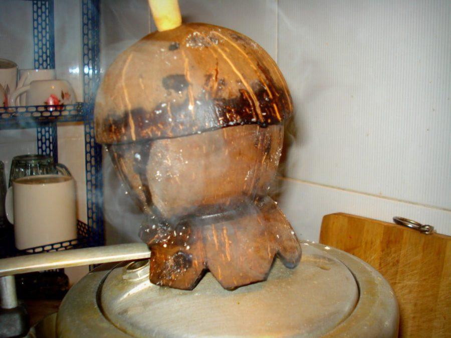 Dispozitiv din coaja de nuca de cocos pentru Puttu (pe oala cu aburi)