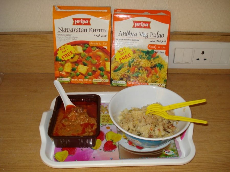 Navaratan Kurma si Vegetable Pulao la plic