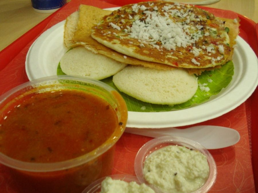 South Indian Platter (Indly, Dosa, Stuffed Naan cu Sambar si Coconut Chutney
