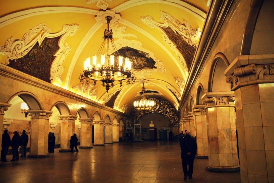 Una dintre cele mai frumoase stații de metrou Moscova