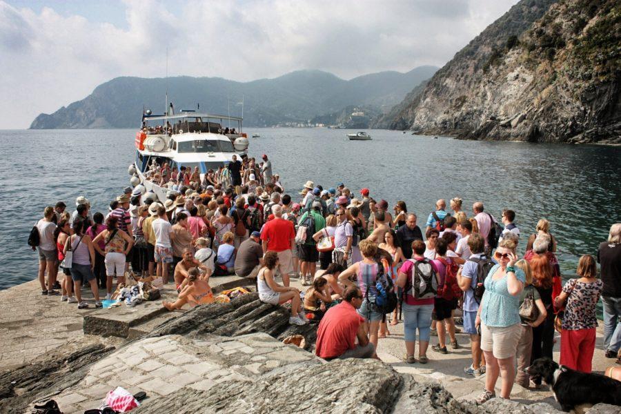 Plimbare cu vaporul în Cinque Terre, Liguria, Italia