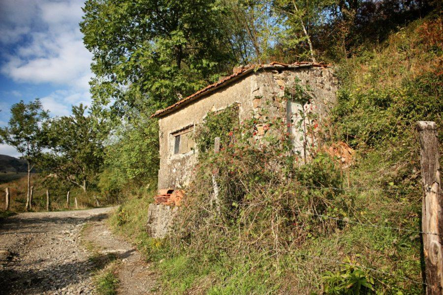 Borgo italian părasit, Liguria, Italia