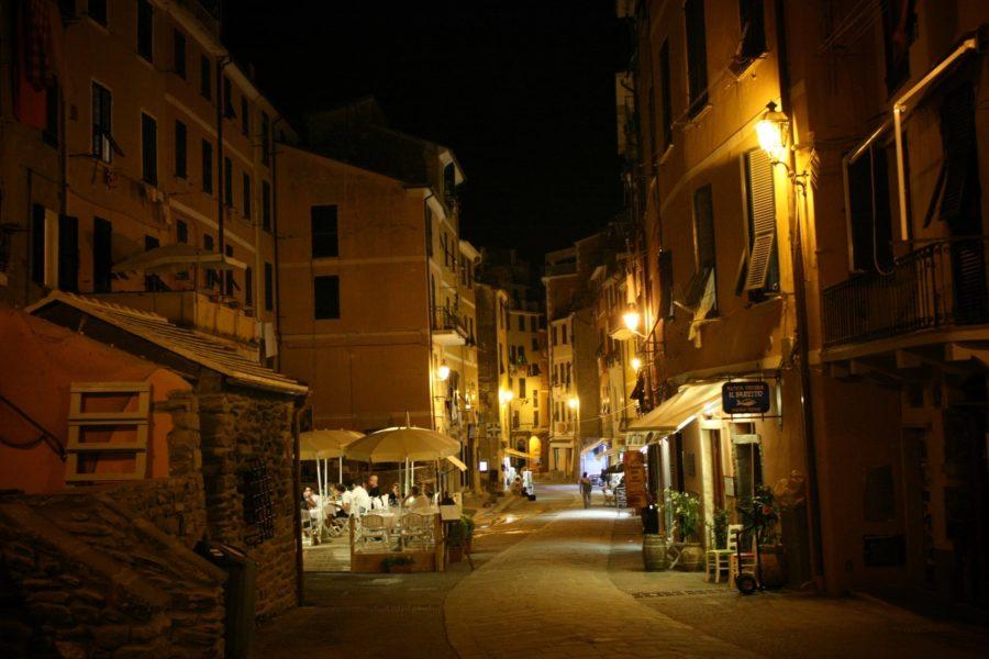 Străzile din Vernazza noaptea, Cinque Terre