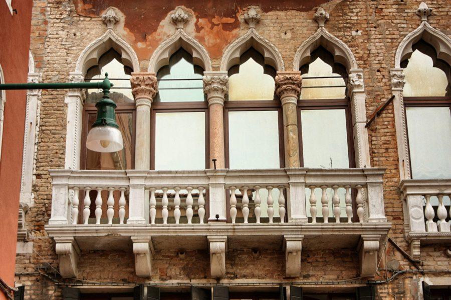 Balcon venețian cu arcade