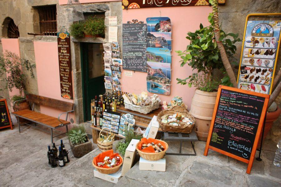 Magazin cu suveniruri în Corniglia, Cincue Terre, Italia