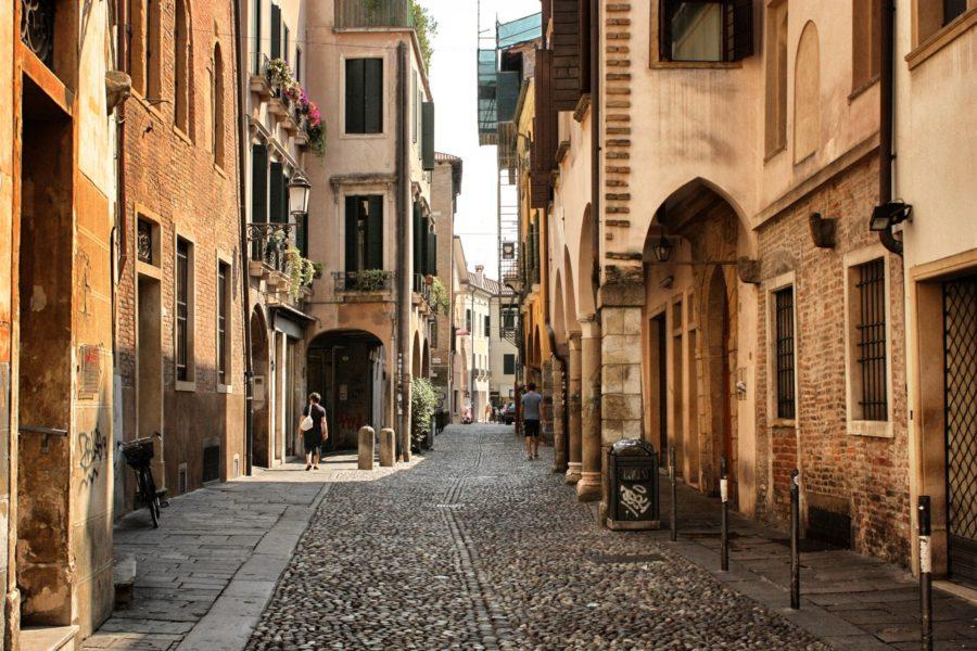 Vechiul Padova, stradă pavată, Italia