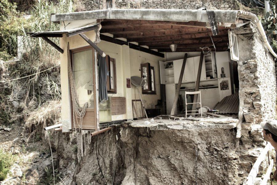 Casă afectată de inundații în Cinque Terre, Liguria, Italia