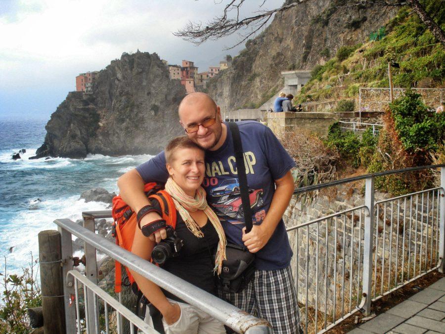Indrăgostiță pe Via dell'Amore, Cinque terre, Italia