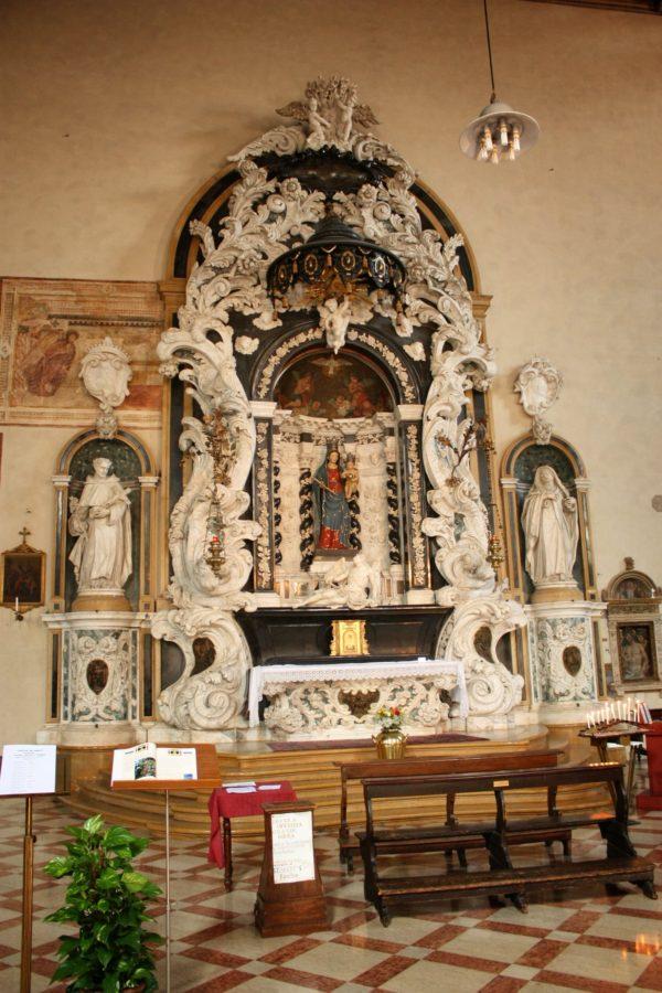 Iterior biserică în Padova