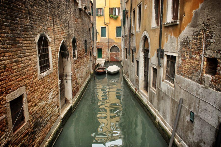 Câte canale sunt în Veneția