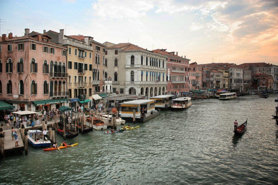 Bărci și gondole pe Canal Grande, Veneția