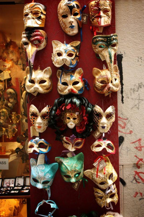 Colecție de măști venețiene de vânzare
