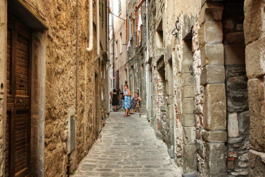 Oameni pe stradă în Corniga, Cinque Terre, Italia