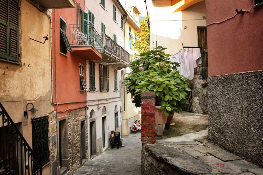 Străzile înguste ale satului Corniclia, Cinque Terre, Italia