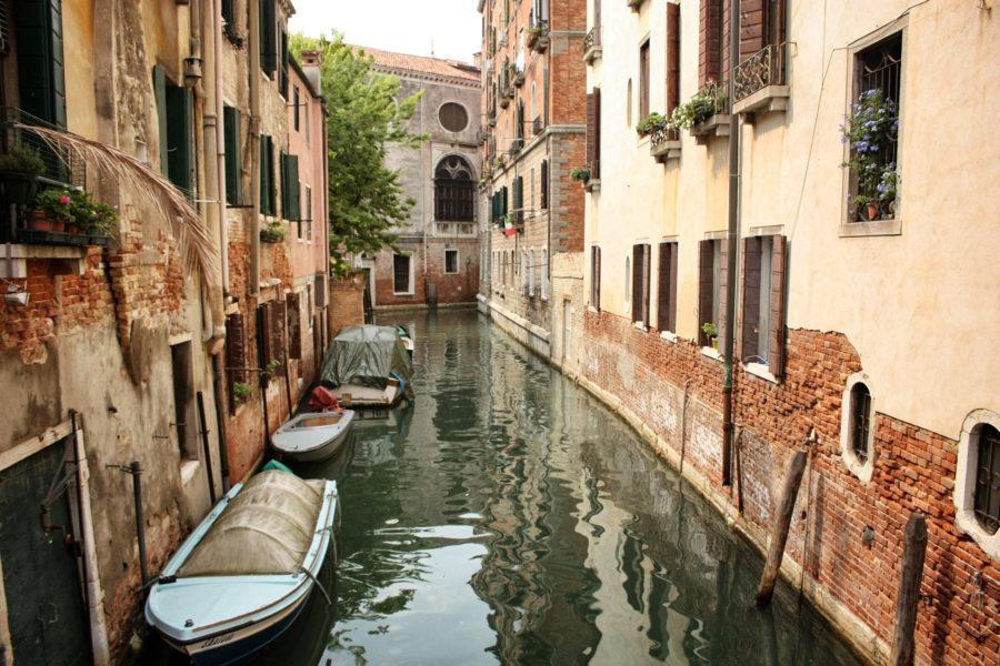 Bărci pe canale în Veneția