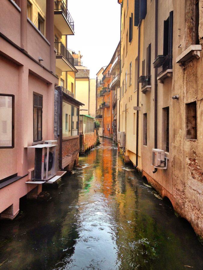 Case construite pe malul râului, Treviso, Italia