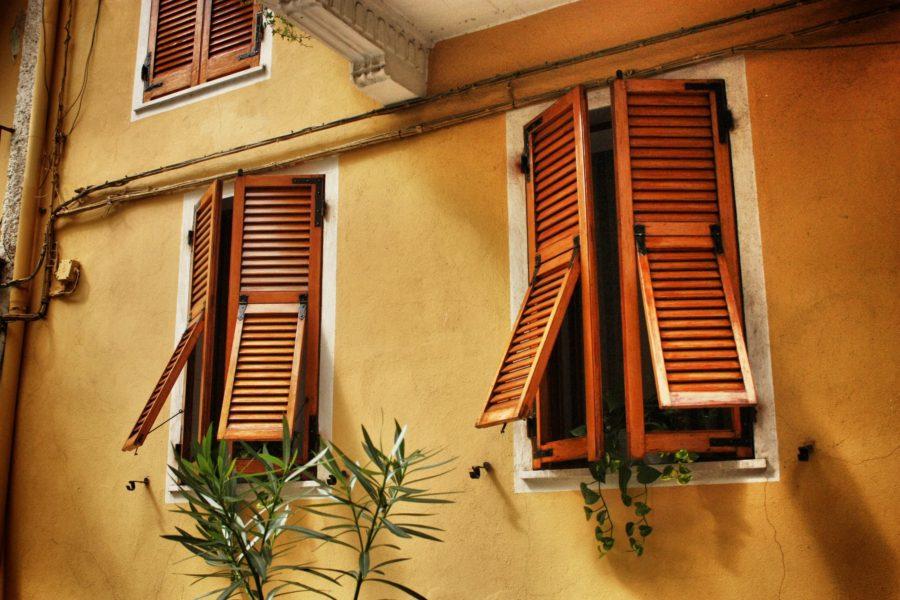 Ferestre cu obloane în Italia, Cinque Terre, Liguria