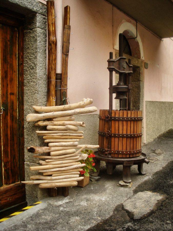 Instrumente pentru preparat must, Manarola, Italia