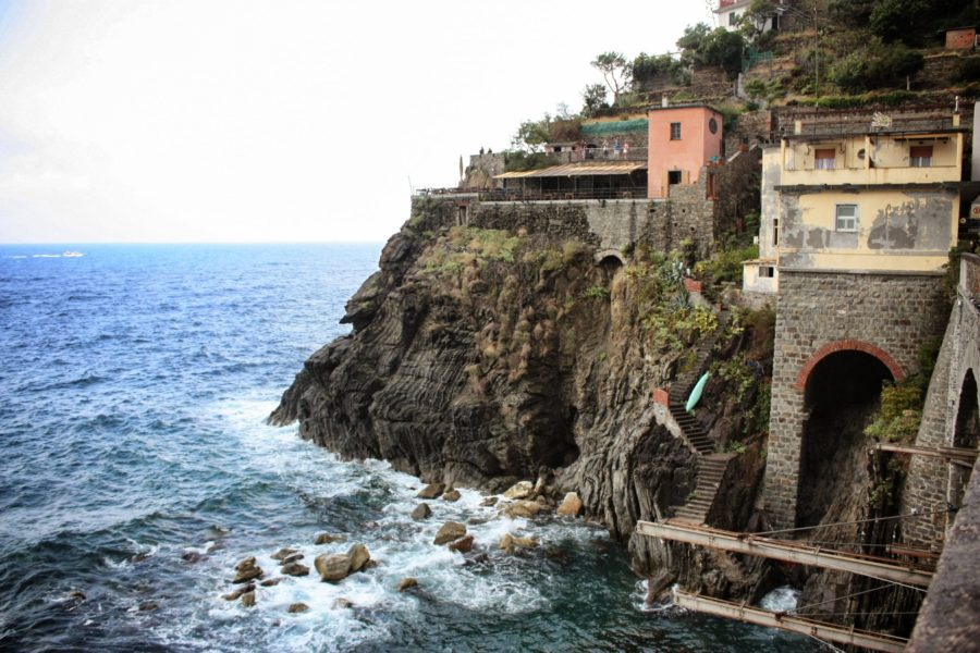 Marea agitată în Manarola, Cinque Terre, Italia