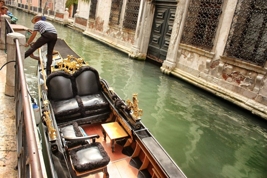 Plimbare cu gondola în Veneția