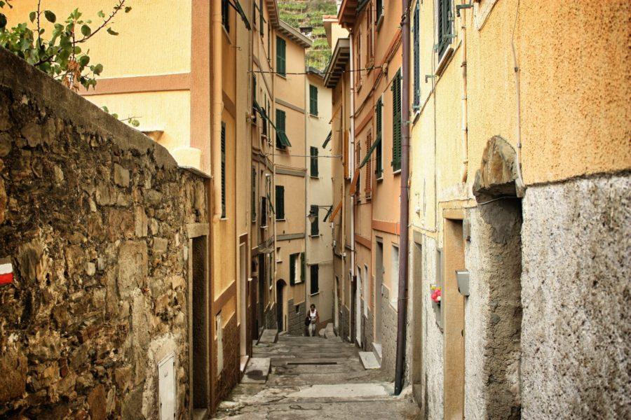 Străzi pietruite în satele din Cinque terre, Italia