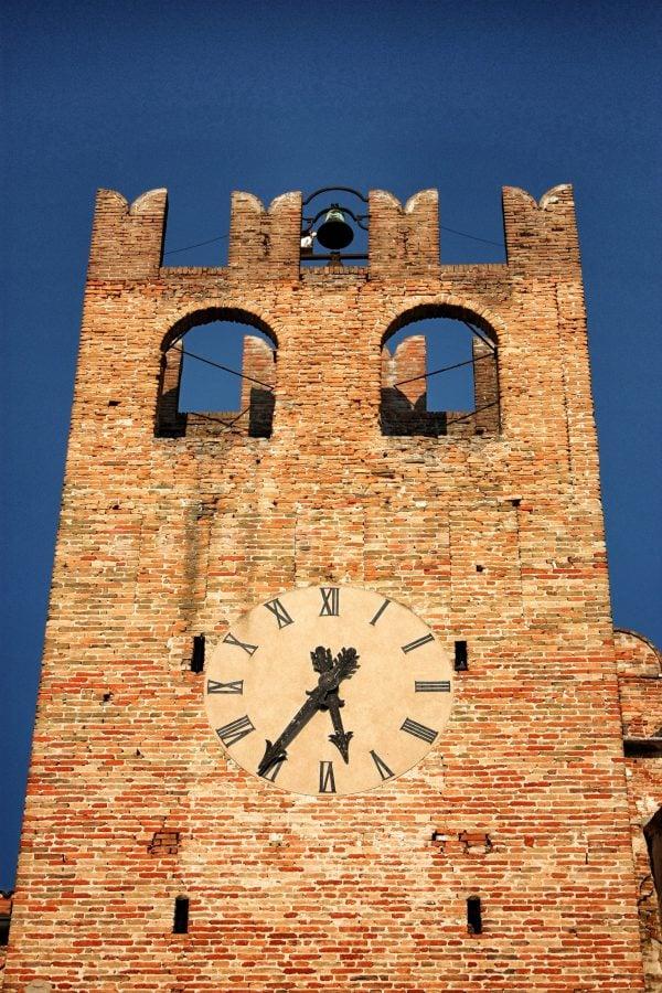 Turnul castelului din Sanguinetto, Italia