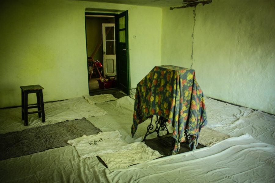 Reparatii camera de la tara, Bigar, Romania