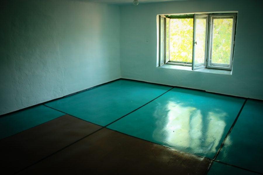 Vopsit podea in doua culori