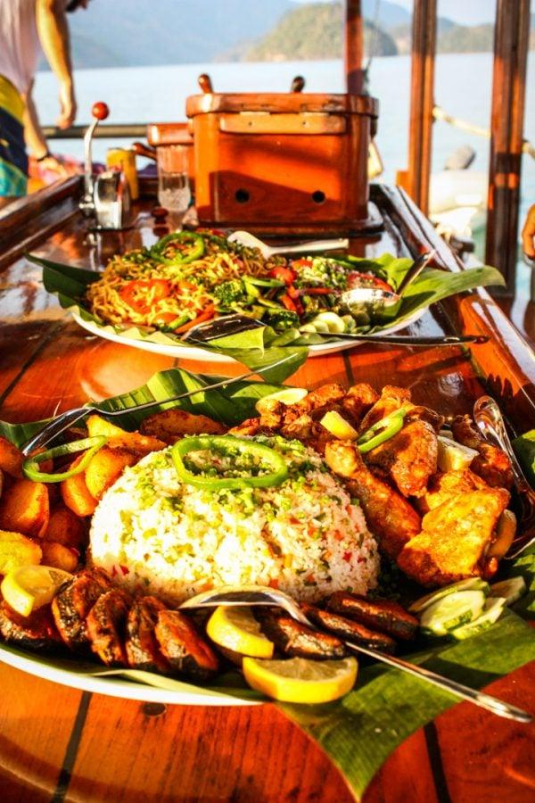 Cină delicioasă și croazieră la apus în Langkawi