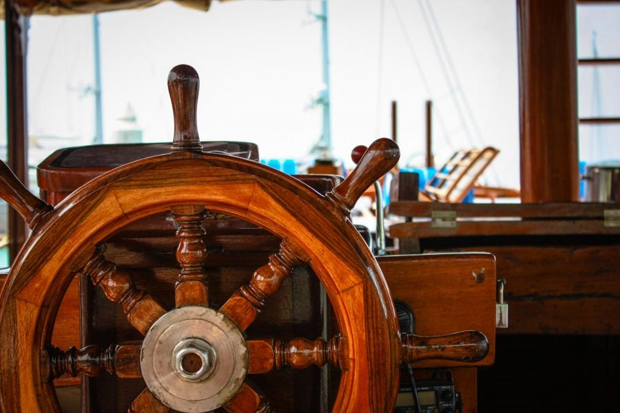 La cârmă pe un vas de croazieră