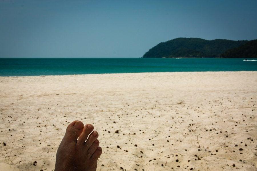 Pe plaja din Pantang Chenai, Langkawi, Malaezia