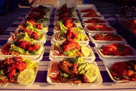Mâncare malaeziană la piața de noapte