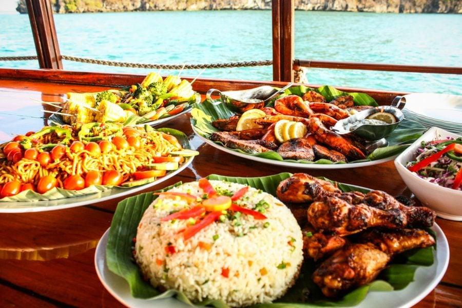 Platouri mâncare barcă