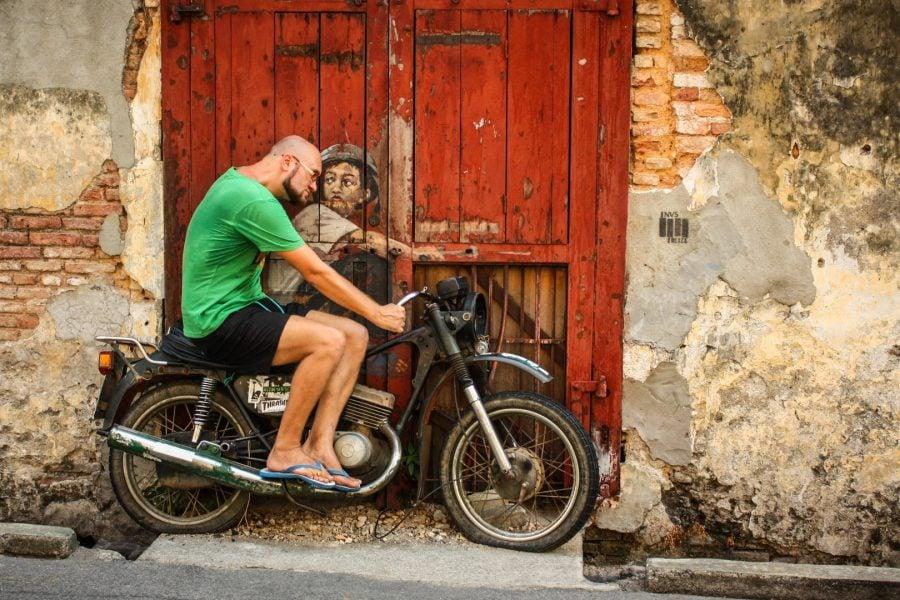 Penang Street Art - Băiat pe motocicletă
