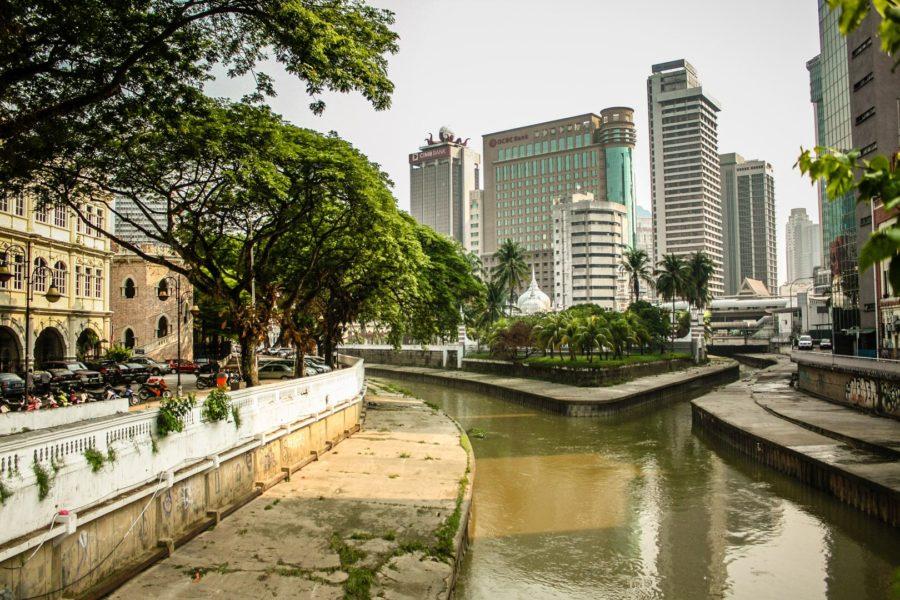 Râul Gombak (stânga) și râul Klang (dreapta) în Kuala Lumpur