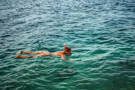 Fată la snorkeling, Raja Ampat, Papua