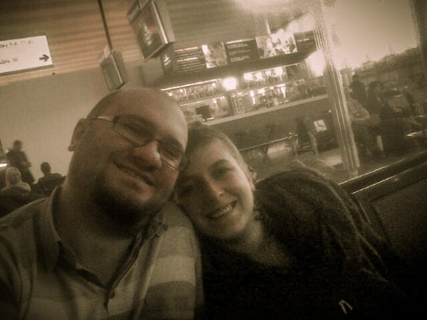 Cristi si Adriana în Moscova în aeroport